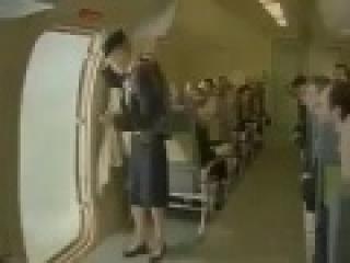 Un équipage abandonne l'avion...laissant les passagers