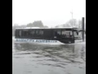 NL : Autocar amphibie